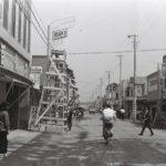 旭通りネオン灯取付工事1959年7月